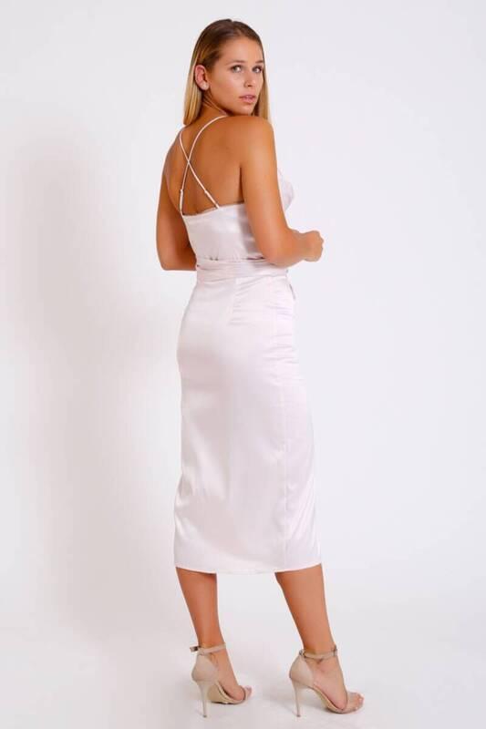 BEYAZ Açık Yaka Askılı Uzun Elbise (BS057)