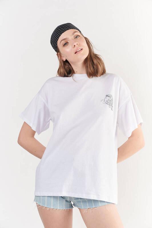 Zechka - Beyaz Ön Arka Kobra Baskılı Oversize Tişört (ZCK0254)