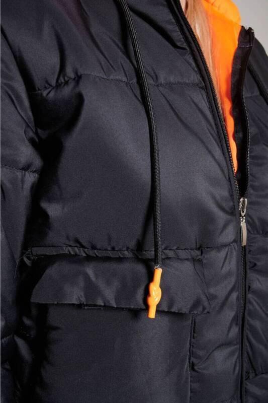 Siyah Kapüşonlu Şişme Mont(ZCK0244)